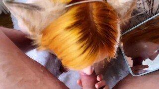 أحمر الشعر في سن المراهقة Sweetie Fox يأخذ قضيبًا كبيرًا حيث تحصل على وجهها مارس الجنس و اللسان الحلق العميق أثناء مص لوجه فاضح.